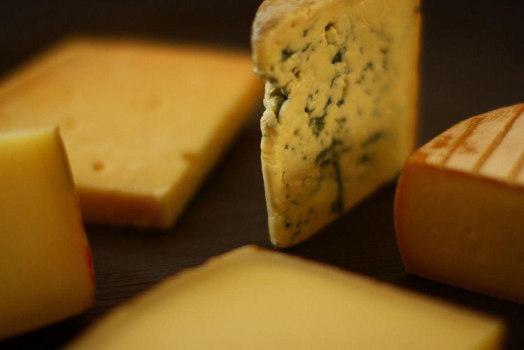 Cómo preparar una tabla de quesos gourmet
