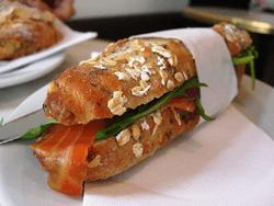 Sandwich de salmón ahumado