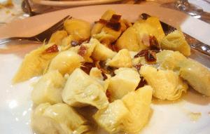 alcachofas ecológicas con jamón ibérico y queso de cabra