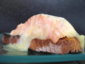 Tosta de salmón con queso