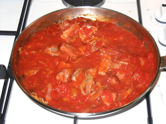 Bonito con tomate a la riojana