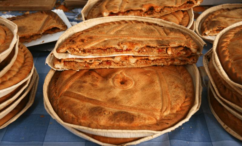Empanada de bonito del Norte y pimientos del piquillo