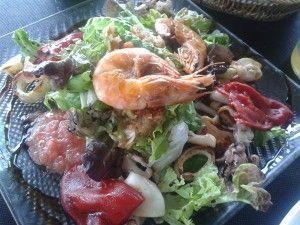 Ensalada de pimientos del piquillo y frutos del mar