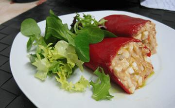 Pimientos del Piquillo rellenos de atún y chatka