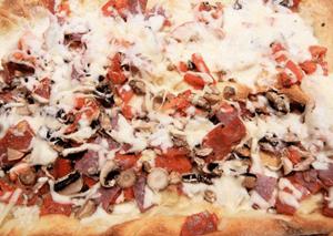Pizza de tomate, pimiento rojo y anchoas 00 de Santoña