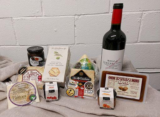 Vin et fromages ont le goût de bisous
